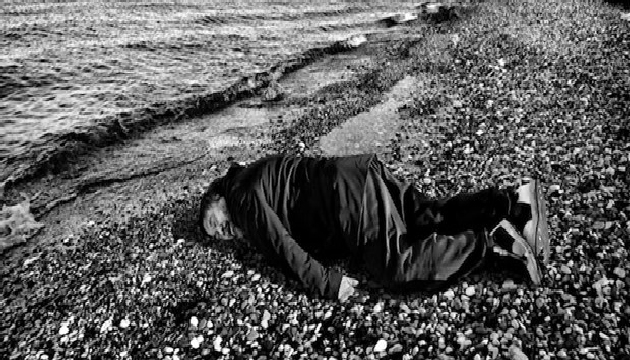 Çinli muhalif sanatçı Ai Weiwei'den Aylan Kurdi pozu
