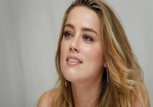 Amber Heard bir kad�n ile evlenmi�!