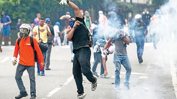 Venezuela'da Maduro krizi büyüyor: gösterilerde ölü sayısı 7'ye yükseldi