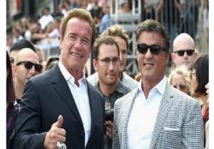 Schwarzenegger ve Stallone arasında 'bıçak düellosu'