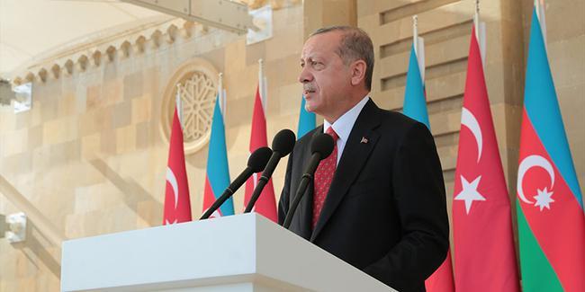 Merkez Haberleri: Başkan Gökhan, pazaryerinde vatandaşlara bez çanta dağıttı 23