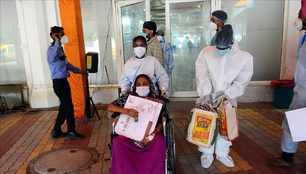 Hindistan'da aylar sonra sevindiren tablo