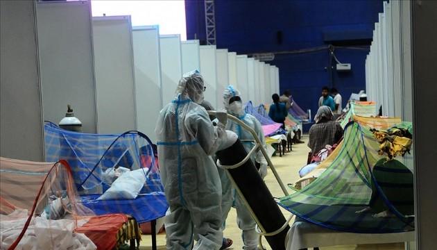 Hindistan'da koronavirüs kaynaklı ölümler artıyor