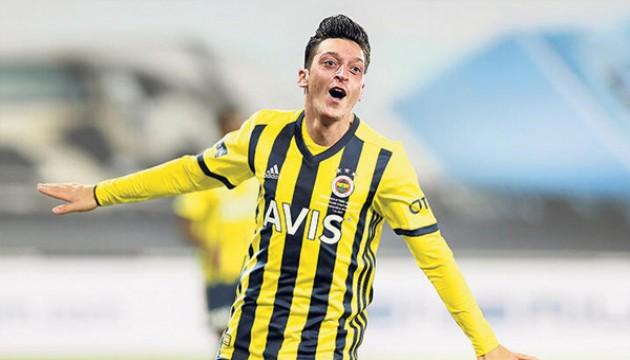 Mesut Özil kendi tasarladığı kramponlarıyla sahada olacak