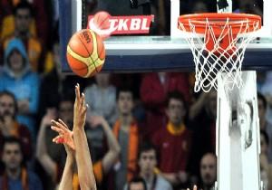 Basketbolda derbi heyecan� s�r�yor!